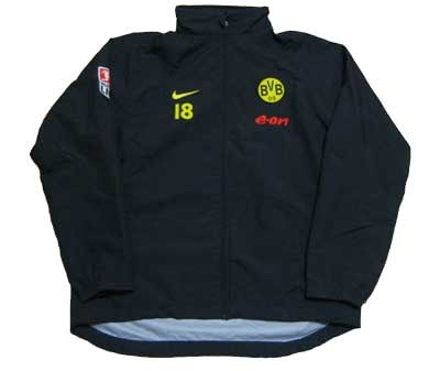 BorussiaDortmund_player_rainjacket1