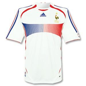 France_Away01